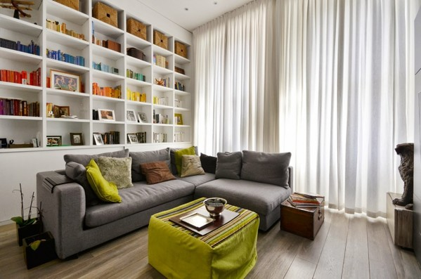 英伦小公寓打造开放式书柜既完美收纳又增一丝书卷气