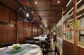 北京Charme Restaurant港丽餐厅空间创意设计。工业化设计风格在中国的餐厅中别具一格,但是不知道在这样的空间中用餐心情会怎样。