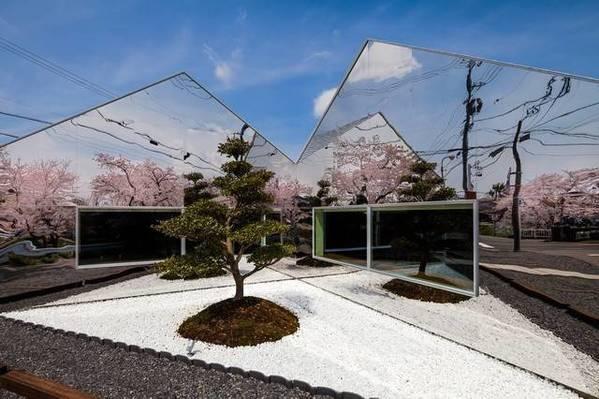 喝着咖啡赏四季樱花!身上开满樱花的咖啡厅