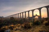 【16】腾布里克神父水道桥,墨西哥 建于16世纪的腾布里克神父水道桥结合了罗马水力学和中美洲的施工技术。