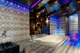 """""""顶级WOW""""套房卧室装有私人土耳其浴室"""
