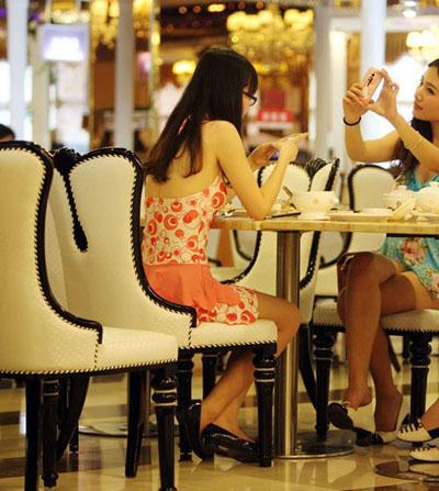 比基尼餐厅_餐厅装修效果图_餐厅酒柜