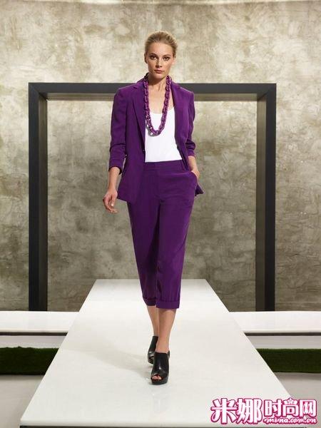 灰紫色衣服搭配图片