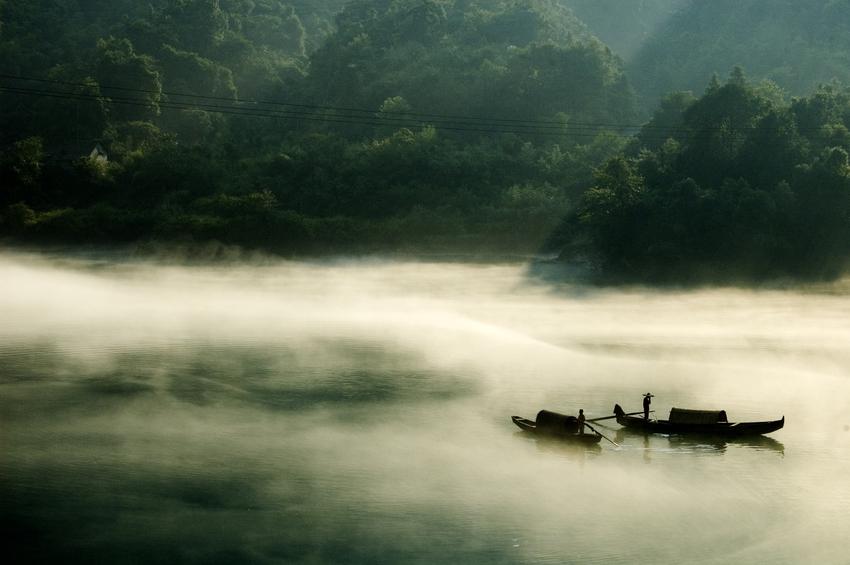 小东江(图片来源:微图) 雾漫小东江:该景点位于风景区北面的主入口处