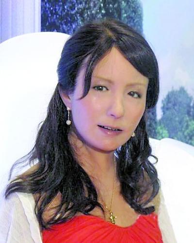 日本美女机器人:表情细腻逼真 竖