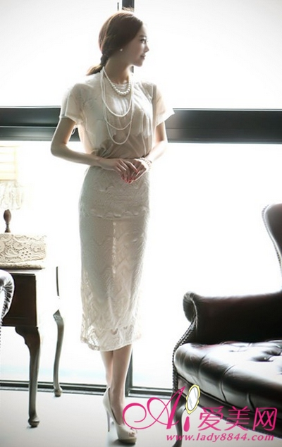 米色夏裙子搭配包包