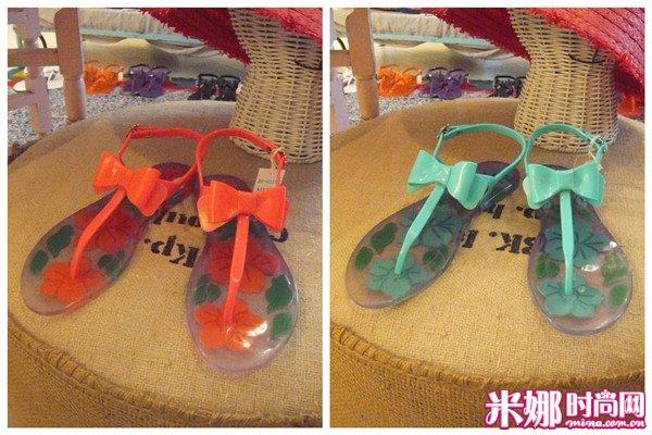 时尚 花纹 雨季/大蝴蝶结的夹脚凉鞋,底部的花纹也很美