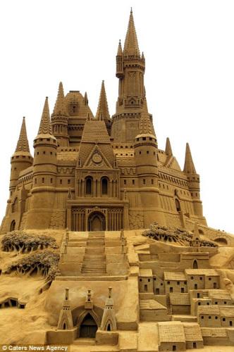 气势恢宏的沙雕城堡。