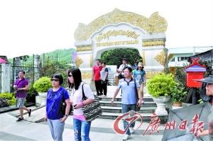 """美塞小镇的""""泰国最北处""""门楼。"""
