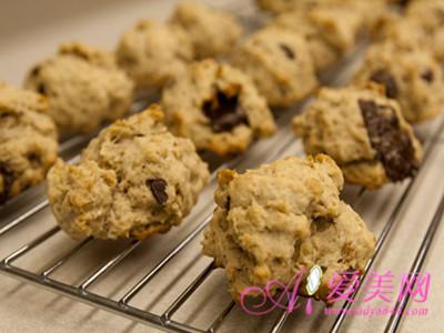 香蕉饼干和桃子蛋糕的diy做法,让你在美味水果中轻松减肥,低卡饱腹还