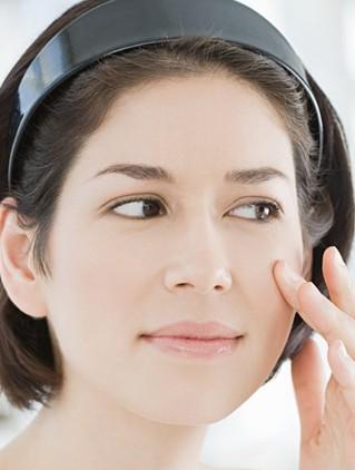 皮肤 祛痘/茶树精油祛痘效果非常厉害,而它的祛痘过程其实是一个催熟痘痘...