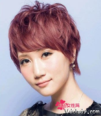而且这6款斜刘海发型,不仅时尚潮流,还有修饰脸型效果,让大饼脸mm 也