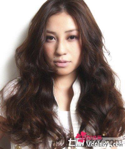 抢先看2013潮流卷发发型图片 打造淑女气质发型图片