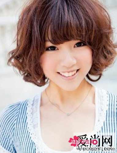 蓬松小卷发型打造瘦脸生视频发型小女高俊熙的短发图片