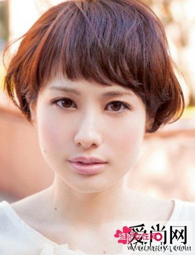 更多 2013年女生短发发型最新款出炉喽哦,四款蓬松小卷短发,可爱俏皮