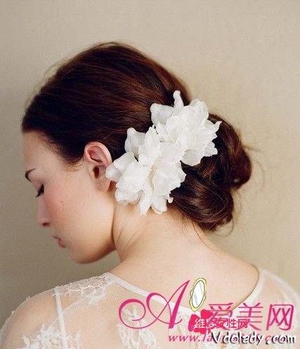 头饰搭配优雅气质的欧式新娘发型