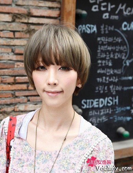 短发发型,时髦而且个性的短发,让学生妹不仅气质开朗活泼又动感时尚!