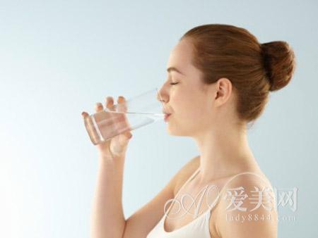 轻松的喝水减肥法每天喝9杯水就瘦!什么样的燃脂霜牌子好一点图片