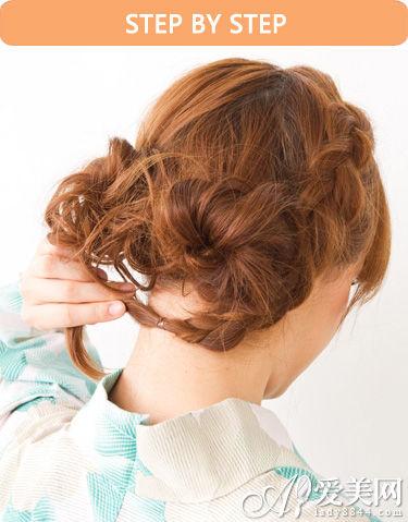 低发髻盘发步骤五:; 中长发怎么扎丸子头 日系低扎丸子头的扎法图解
