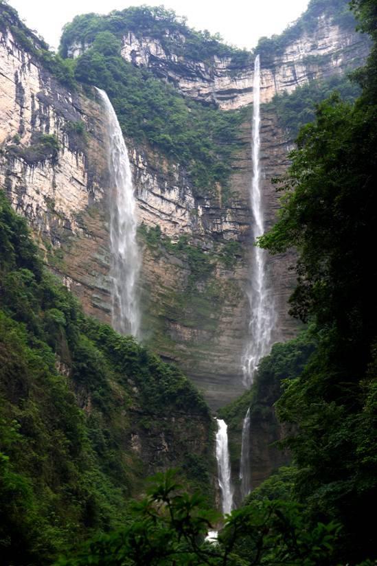 三峡竹海风景区以雄奇独特的