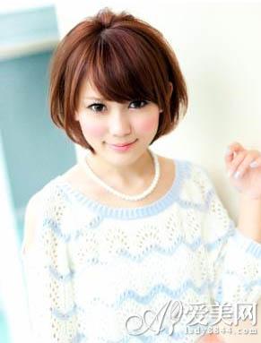 女生学生头短发发发型 清爽动人图片