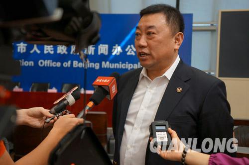北京旅游委于德斌副主任接受记者采访。