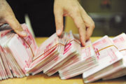 中国财政赤字非常稳健,可适当扩大