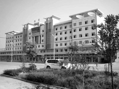 湘潭一民营企业老板跳下市政府大楼身亡