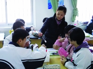 江苏一中学出短发校规:男平头女齐耳(图)