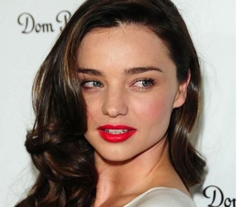 用发型调整脸型 圆脸妹发型不对称更性感