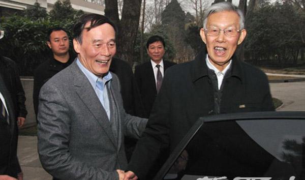 2011年2月24日,国务院副总理王岐山在陕西看望母校西北大学老师张岂之。