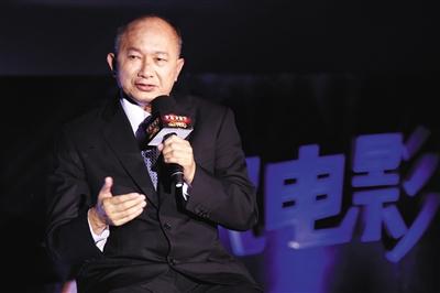 吴宇森:现在电影业青黄不接 年轻人最好能自编自导