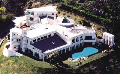 上次活动的地点是比弗利山用于影视拍摄的豪宅。