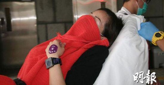 女导游受伤送院。