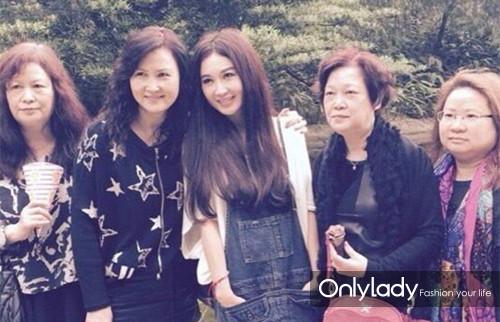 【图】49岁温碧霞超嫩友人似大妈