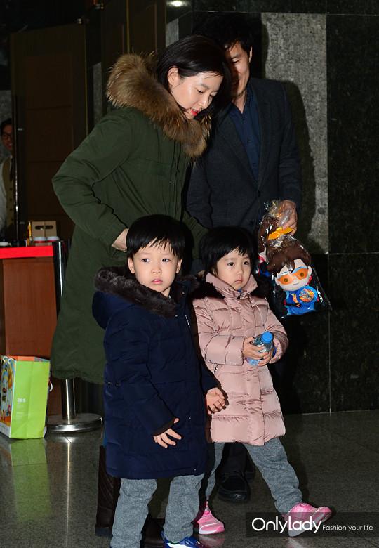 【图】美女妈妈基因强 44岁李英爱白嫩似少女