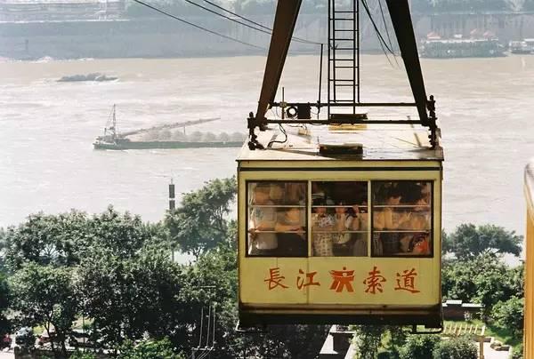 长江索道镇楼-天空战记 重庆的轨道交通图片