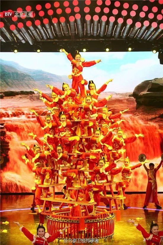 稷山高台花鼓是一种古老的汉族民间舞蹈,相传是为祭祀农耕文明始祖后稷,由农民创造的一种民间艺术形式。2008年,稷山高台花鼓作为奥运会开幕式前文艺节目亮相鸟巢。