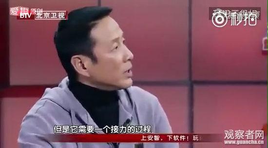 """陈道明鼓励这群来自农村的小演员,他说并不是每一张脸都是一样的,而""""是你没看见他们……"""",不能因此否定他们的努力。"""