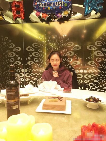 [明星爆料]秋瓷炫素颜庆37岁生日 肤白貌美如少女