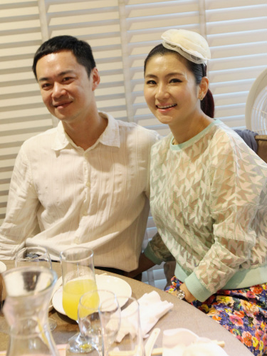 Selina(右)和张承中离婚。