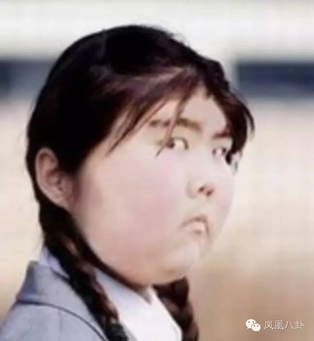 表情包二号萌娃:混血萝莉Cristina Fernandez Lee 这位小美女可是小妹的心头爱,出生于2005年,是韩国与西班牙的混血儿。 因2012年参加韩国综艺节目《神话放送》,其可爱的面孔与逗趣的表情引来了超高人气迅速在网络上走红。