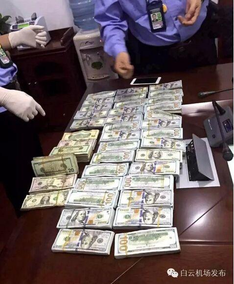广州 2 农民工捡 35.6 万美金归还 外国旅客跪地感谢