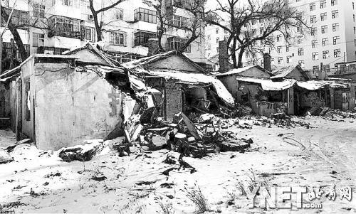 ■新阳路与通达街交叉口被拆的房子