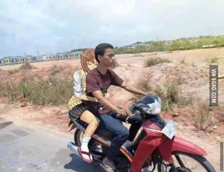 在摩托车上上了丈母娘