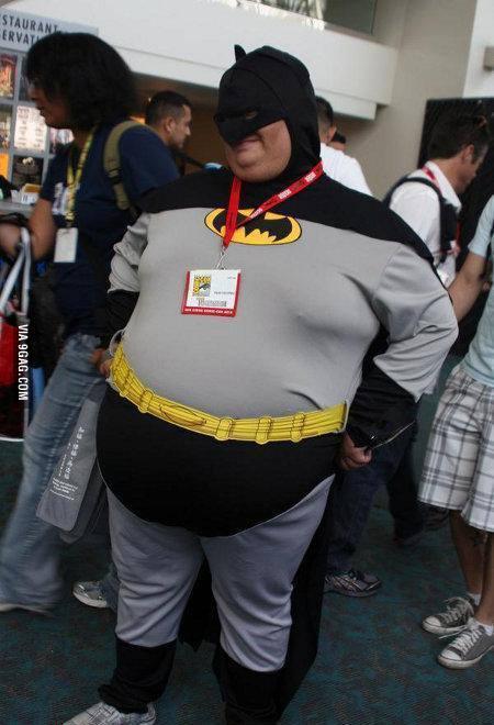 科威特一胖哥,对自己的身材十分自卑。为了配得上美丽的未婚妻,胖哥做了减肥手术,暴瘦110公斤,结果姑娘表示看上的就是他的身材,不能接受现在这个只有70公斤的瘦子,遂向法院申请离婚。