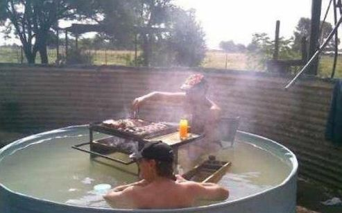 夏天最爽的事:吃着火锅泡着澡!