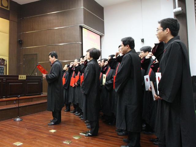 凤凰知道2014年7月28日:为什么司法改革来了,法官却要跑了?