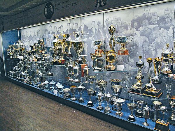 习近平参观英国足球博物馆能看到什么宝贝?
