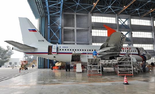 负责喷漆工作的该基地飞机大修部在开工前从生产准备